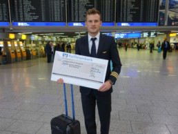 Pilotpatric, pilot patrick, dkms, frankfurt airport, charity check, pilot, first officer