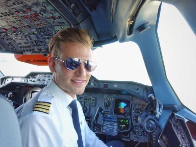 A working day of a private jet versus an airline pilot
